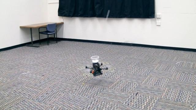 Квадрокоптер ловящий пинг-понг шары (видео)