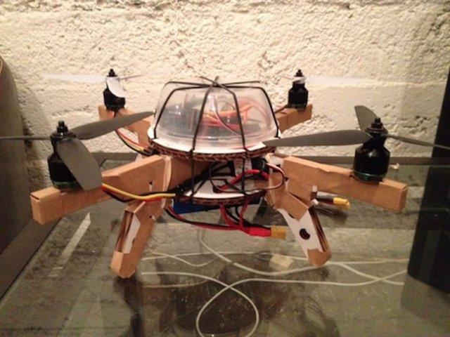 Parrot AR.Drone - картонная версия квадрокоптера (видео)