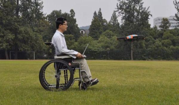 Квадрокоптер, которым можно управлять силой мысли (видео)